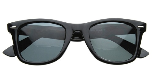 The classiest looking wayfarer for both men and women. The colour being  black is gorgeous in wayfarers for both the sexes. The wayfarers are with  polarized ... 1b125ec52e