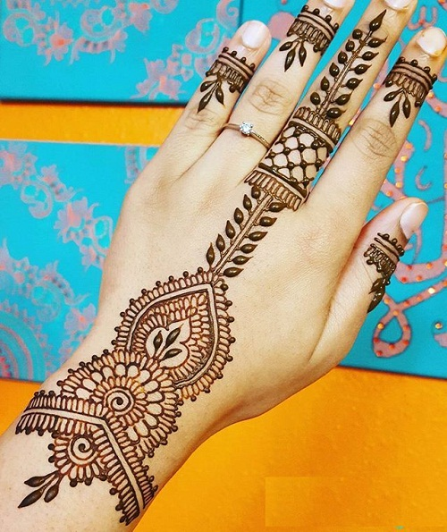 Easy Single Line Mehndi Design