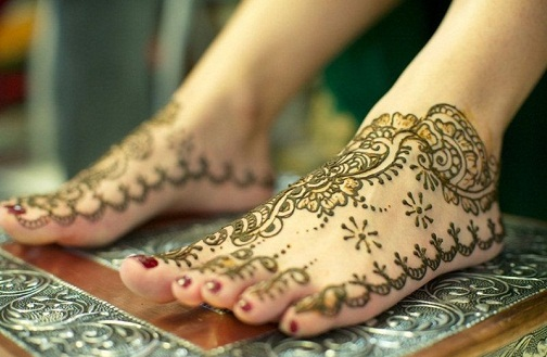 Khafif mehndi Designs for Legs