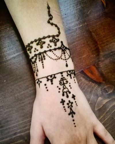 Stylish Bracelet Mehndi Design