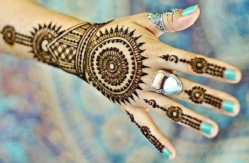 Wheel Mehndi Design