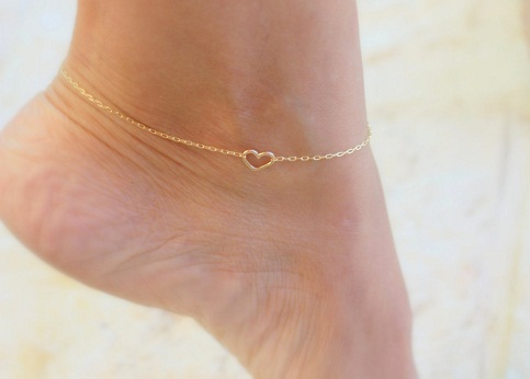 Cutout heart anklet