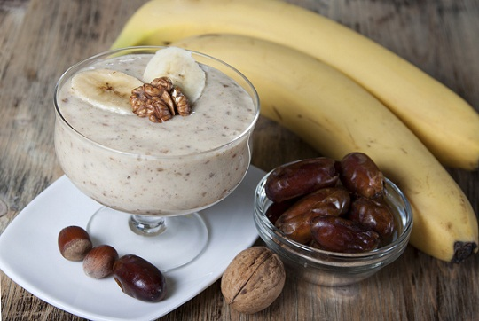 Dates and Banana smoothie for burning belly fat