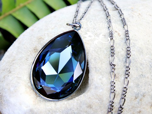 Deep sapphire crystal stone necklace