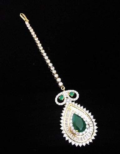 Diamond with Green Emerald MaangTikka