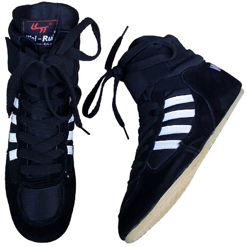 Edged outsole wrestling shoes