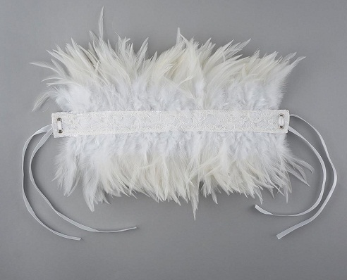Feather choker in white
