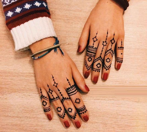 Linear Finger Mehandi Designs