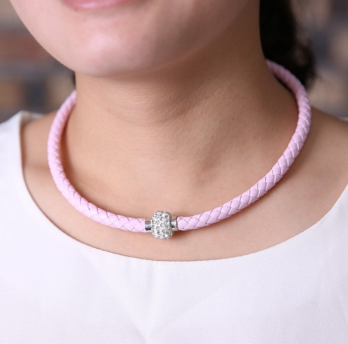 Magnetic choker for girls