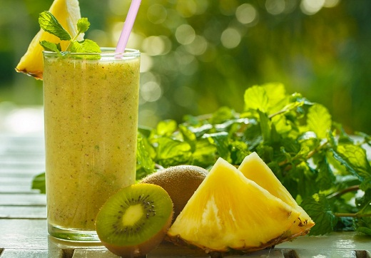 Pineapple and Kiwi Detox for Colon Cleansing