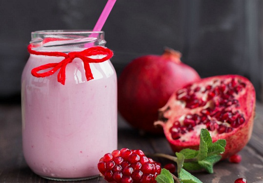 Protein packed Pomegranate smoothie for burning belly fat
