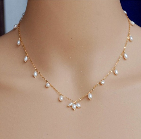 Simple Gold Chain with Pearls
