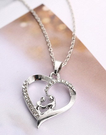 Simple touch heart necklace