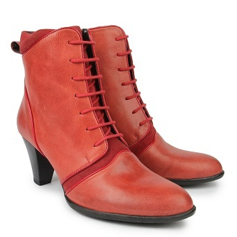 The cherry red womenboots -A complete winter