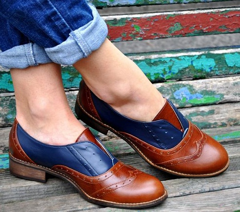 The dually coloured leather womenshoe