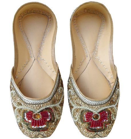 The ethnic pumwomenshoes  sequence lace design