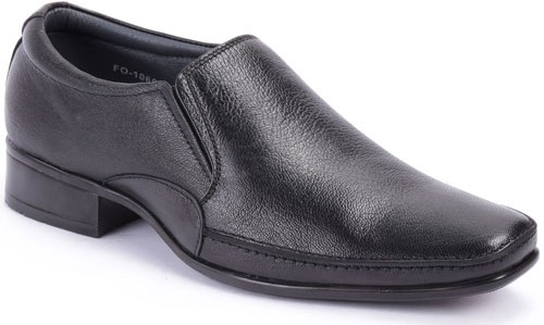 The plain black formal leather men shoe