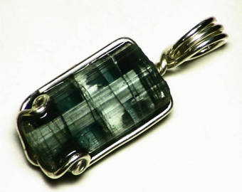 Tourmaline Green cat´s eye BirthStone pendant