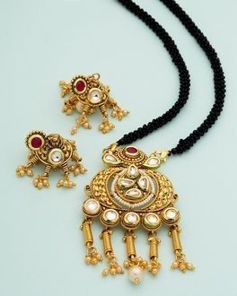 Traditional kundan studded mangalsutra set