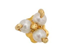 Tri-petal Pearl Nose Pin