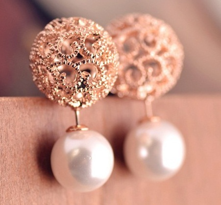 Two-sided pearl gold earrings