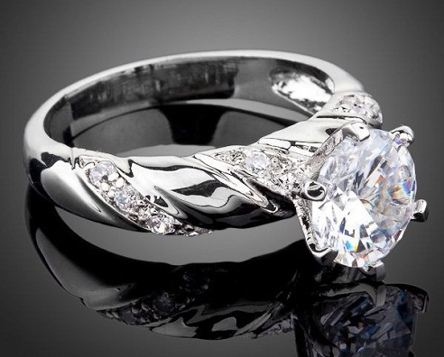 White gold plated solitaire ring