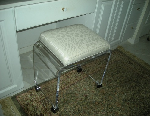 Acrylic bathroom paded chairs with wheels