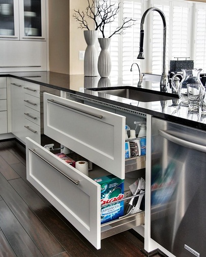 Big and spacious kitchen drawers