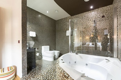 Luxury Bathroom in Brown and White Designs