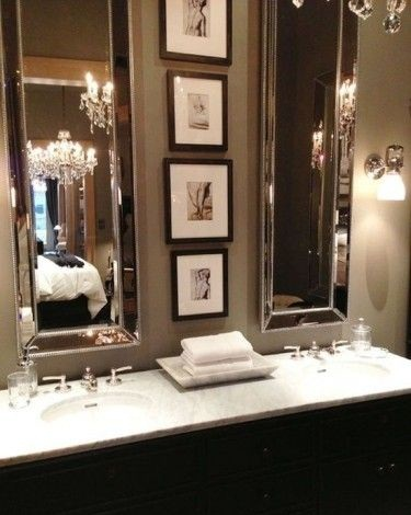 Classy structured bathroom decor