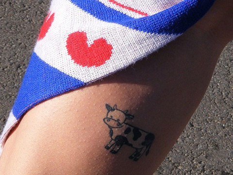 Cute Loving Calf Tattoos Design