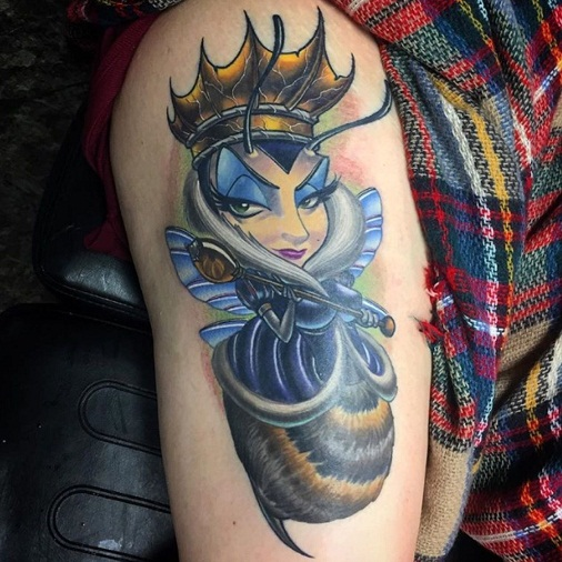 Glamorous Queen Bee Tattoo Design