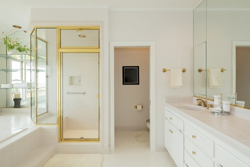 Luxury Bathrooms with Gold – Never Goes Old