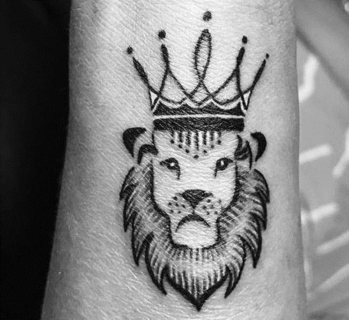 15 stylish and best king tattoos design ideas with pictures. Black Bedroom Furniture Sets. Home Design Ideas