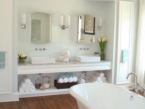 White and bright bathroom decor