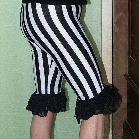 Black and White Strip Capri Design