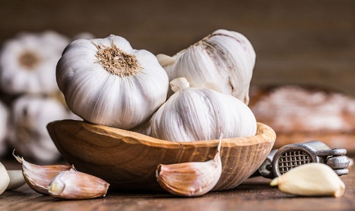 Consume Garlic to Reduce Water Retention