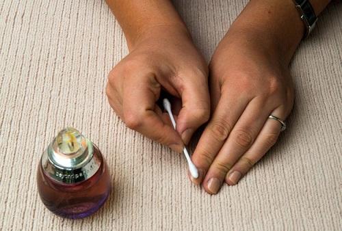 How To Remove Nail Polish - Perfume