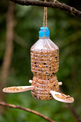 Simple Plastic Bottle Bird Feeder