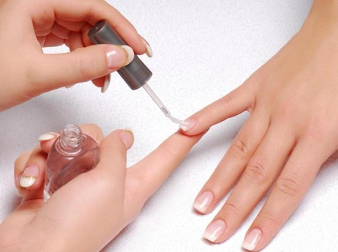 How To Remove Nail Varnish - Top Nail Coat