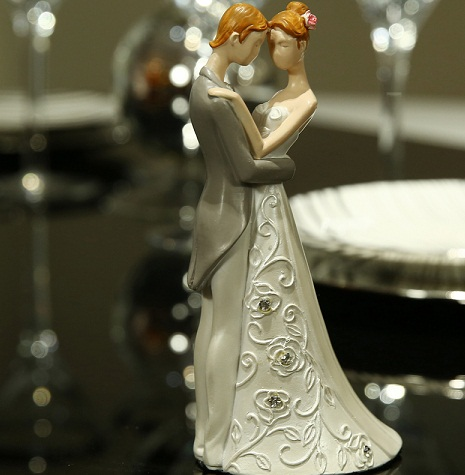 9 Wonderful Wedding Anniversary Gifts for Friends India   Styles ...
