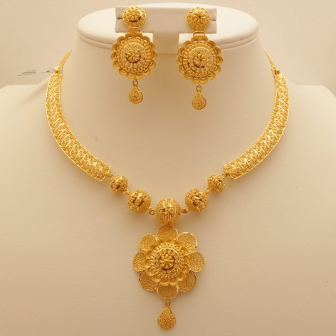 Flower Inspired Gold Necklace Design