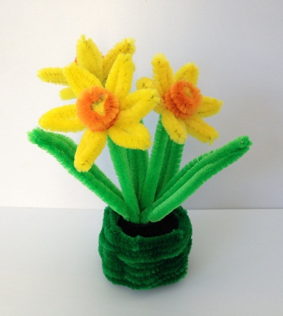 Pretty Daffodil Pipe Cleaner Crafts