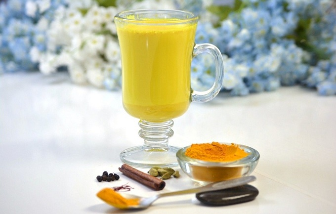 benefits of haldi milk for skin, hair and health