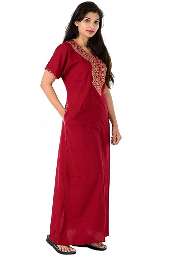 There also comes variety of neck designs on neck portion in cotton nighty.  One of them is this embroidery work. The whole nighty is plain. 461f00934