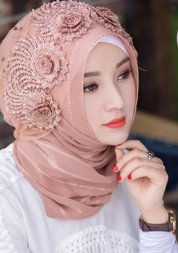 Hijab styles for parties are given a new design, where the plain hijab is  given a crochet border. The plain hijab with simple shining border is able  to