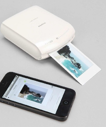 A Super Duper Tech Gift For Men Is This Phone Polaroid The Printer Connected To Any Wirelessly You Can Then Take Print Outs Of Your Pictures That