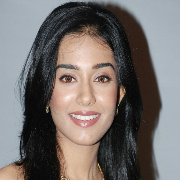 Amrita Rao with and without Makeup