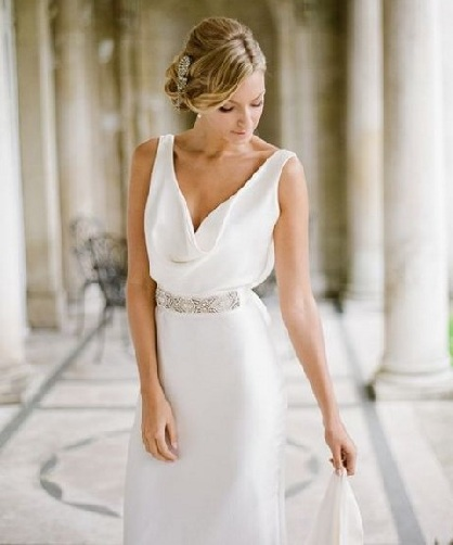 Silk and Falling Neck Wedding Dress