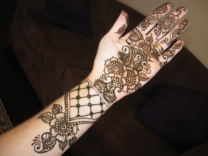 15 Eye Catching Bangle Mehandi Designs With Images Styles